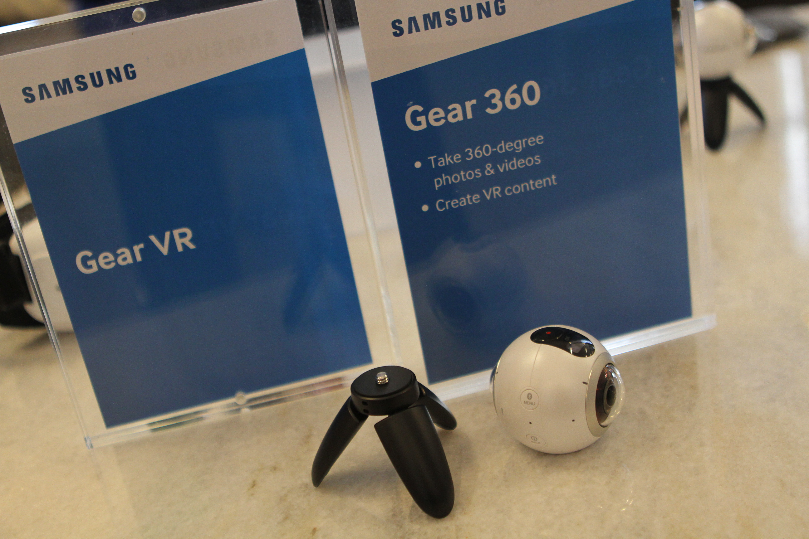 Samsung Gear 360 camera and signage
