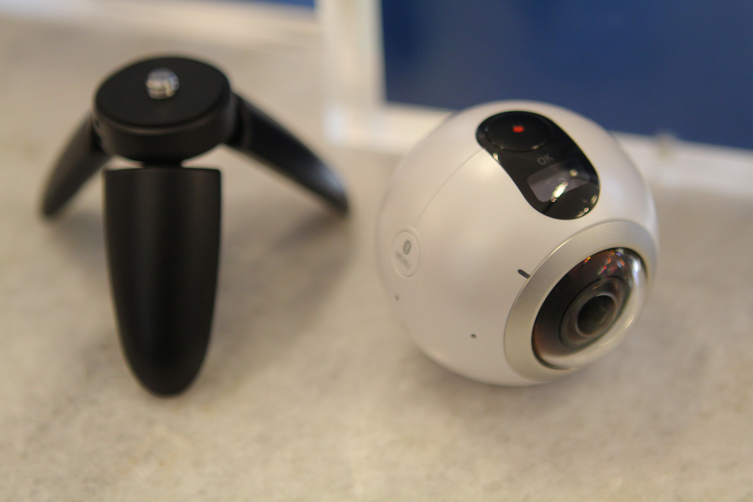 Samsung Gear 360 camera separated from its tripod mount.