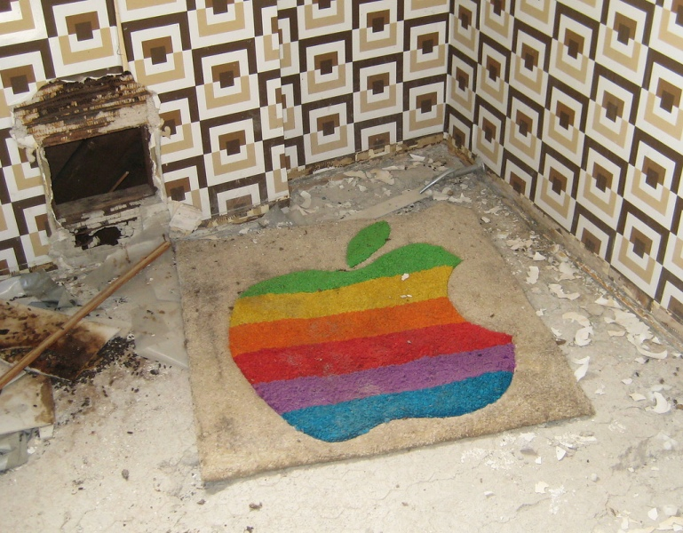 Apple logo wall hanging spotted inside the Jackling House.