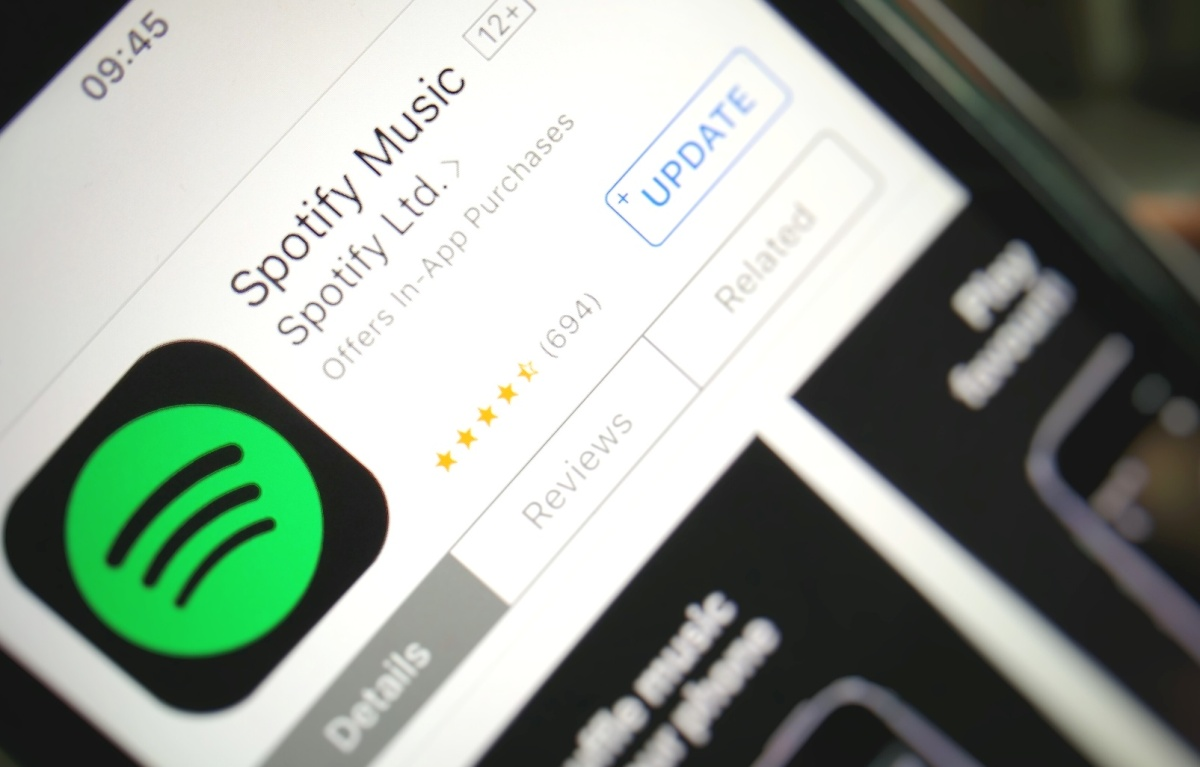 photo image Apple's response to Spotify complaint: 'it wants all the benefits of a free app without being free'