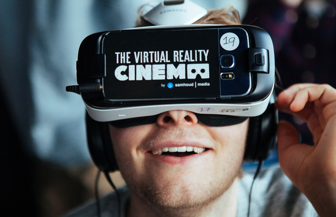 3c47d954b79e Virtual reality movie theaters are now a thing