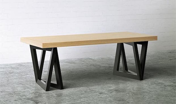 Kamarq dining table