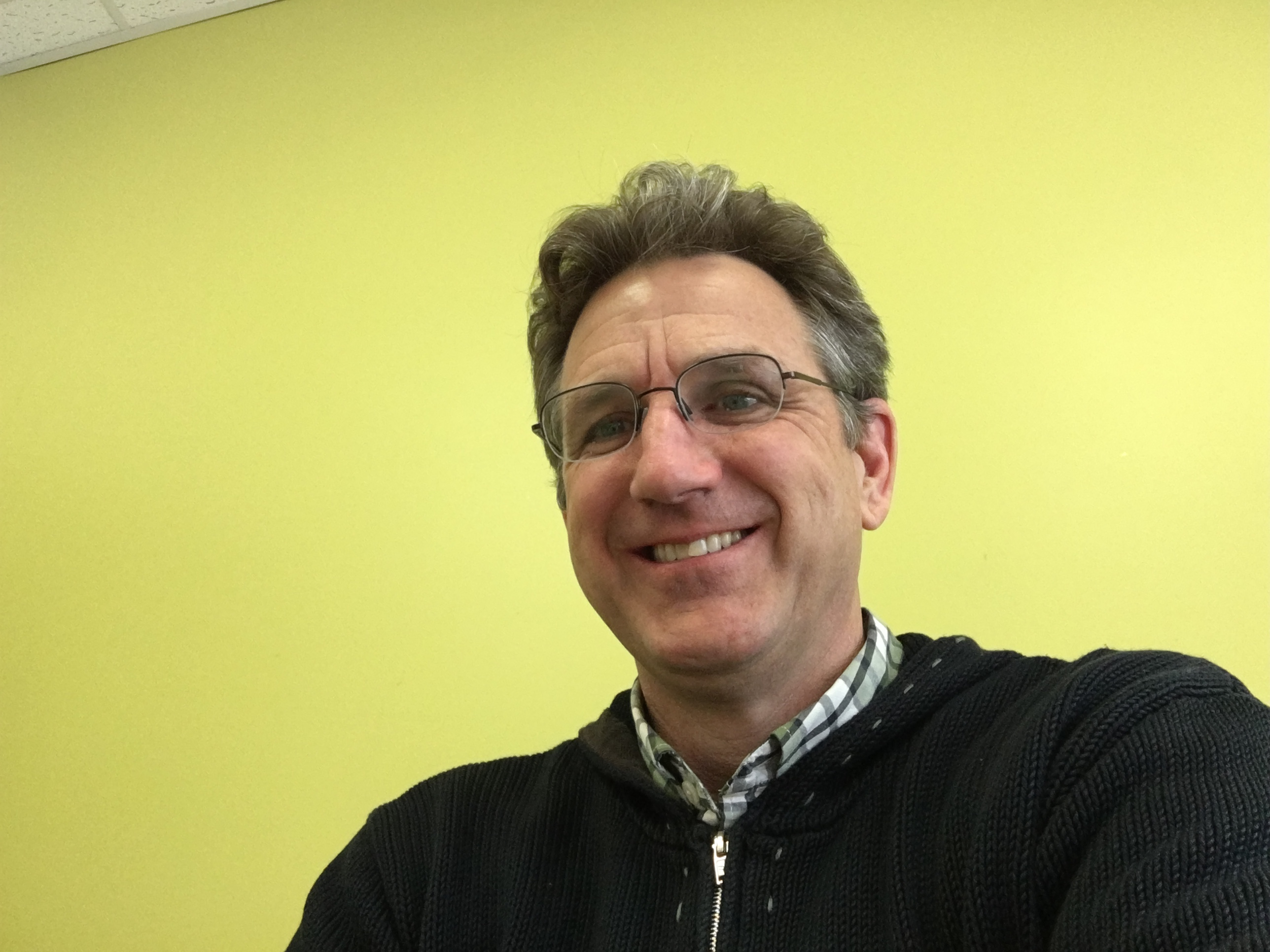 Our editor in chief, Blaise Zerega, tries out the 9.7-inch iPad Pro's FaceTime HD Camera.