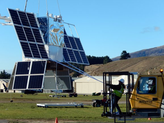 Mobile Crane Operator Jobs New Zealand : Nasa launches near space monitoring balloon from new