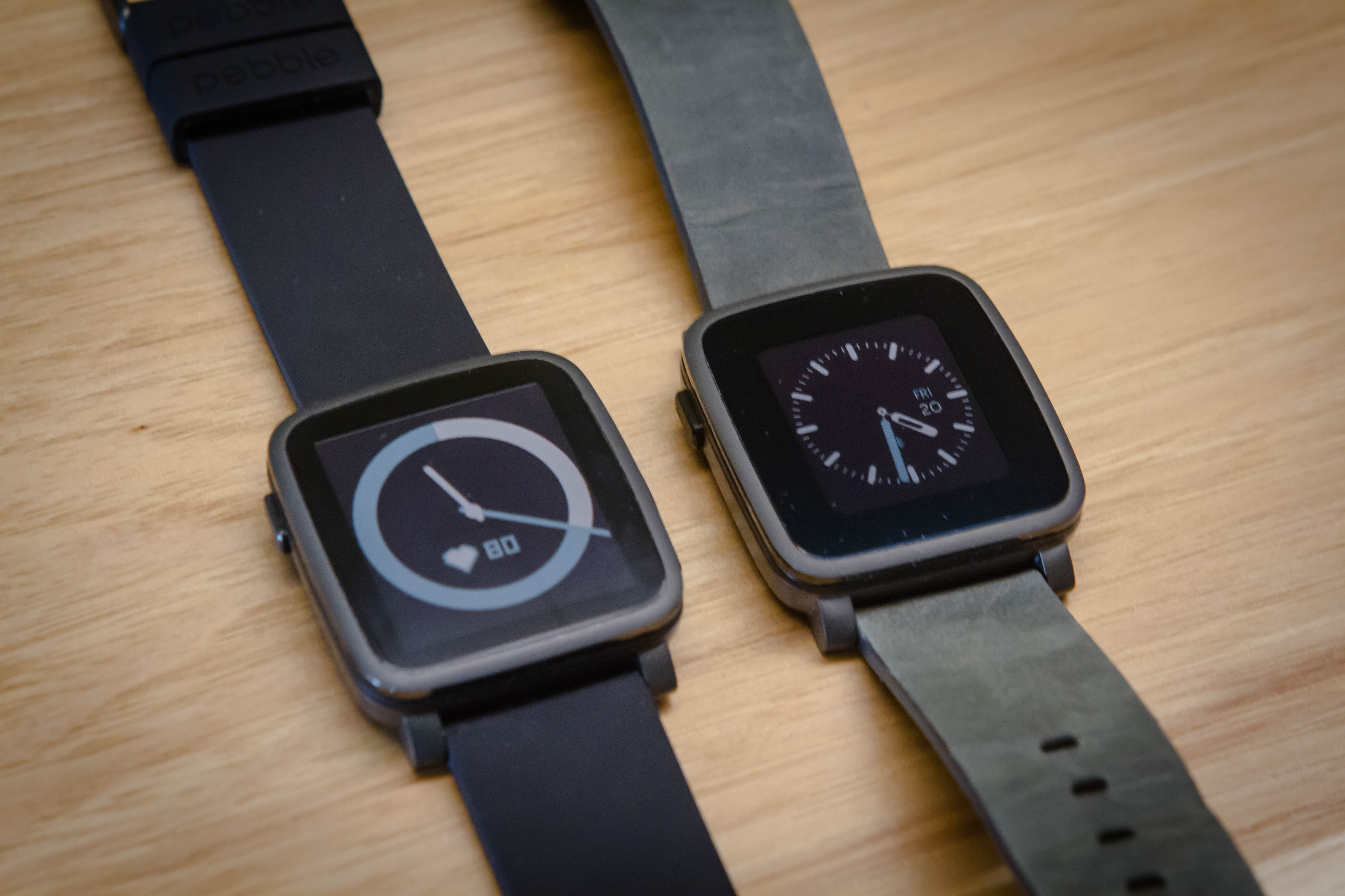 Left: Pebble Time 2, Right: old Pebble Time
