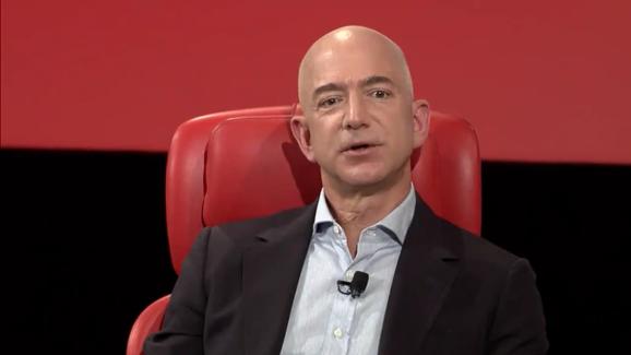 photo image Amazon's Bezos says Trump should be 'glad' of media scrutiny