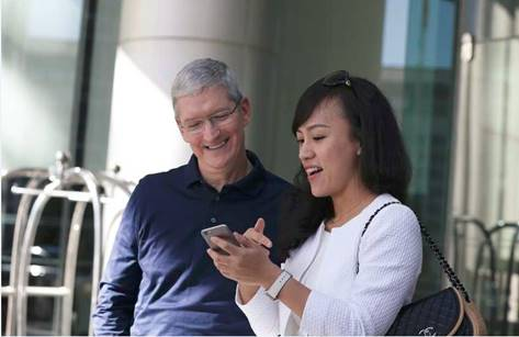 Tim Cook & Jean Liu