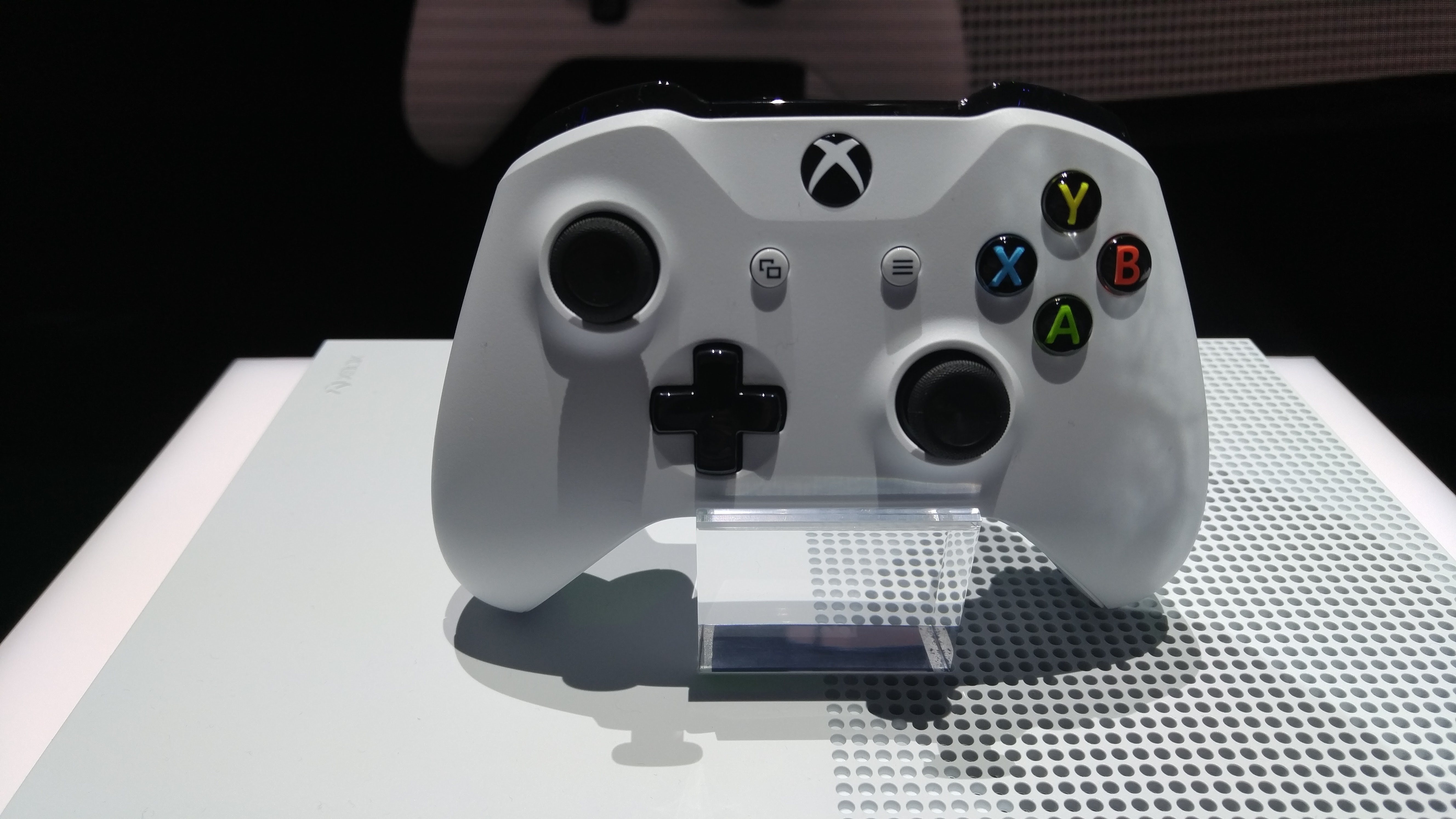 Hands-on with Microsoft's new Xbox One controller: Bluetooth, better