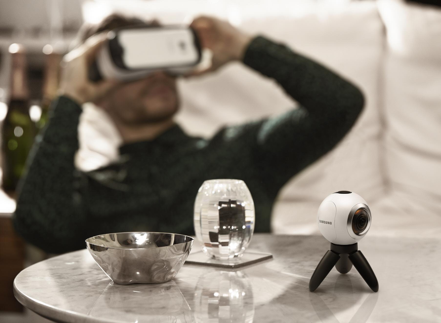 Samsung Gear 360 lifestyle shot