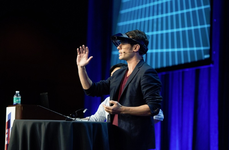 Meron Gribetz demonstrations gesture detection with the Meta 2 glasses.