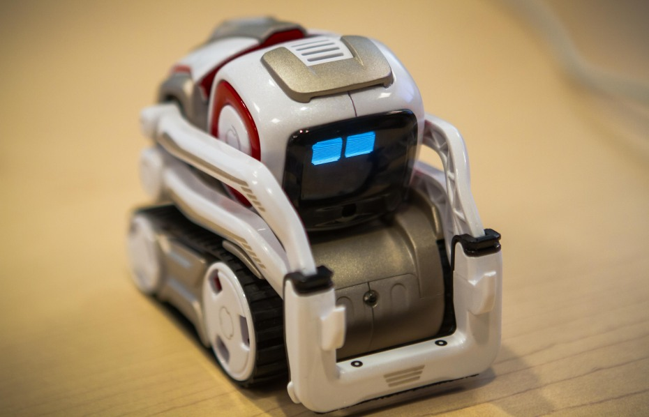 Robot For Big Boys Toys : Anki s cozmo robot is an amazing sentient toy but the