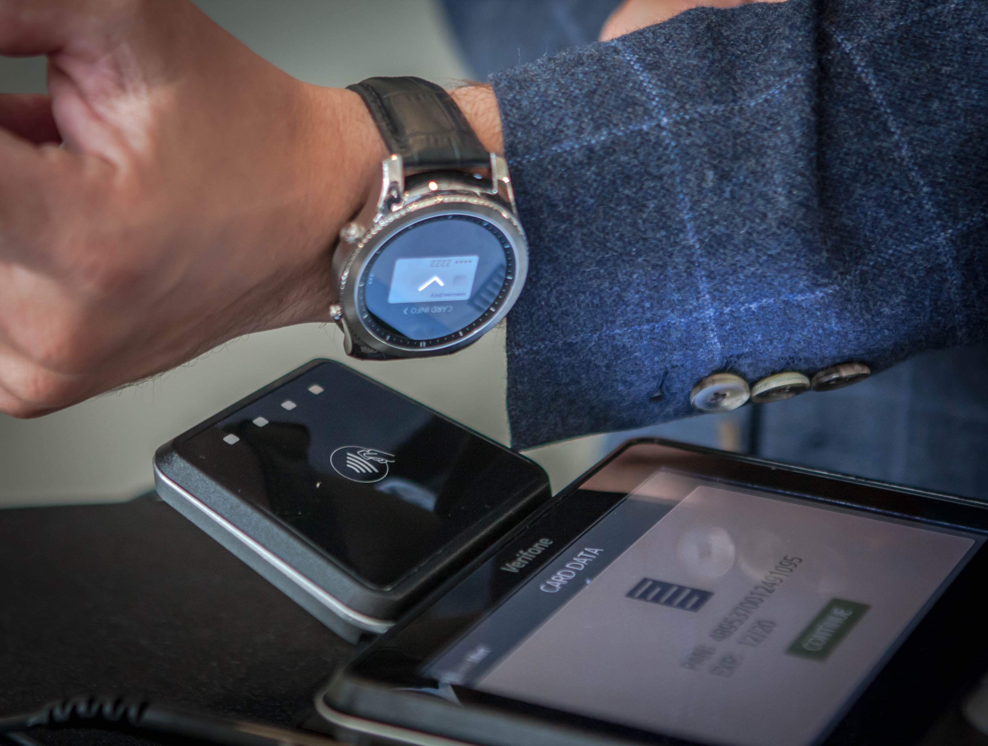 Using Samsung Pay with the Gear S3 smartwatch