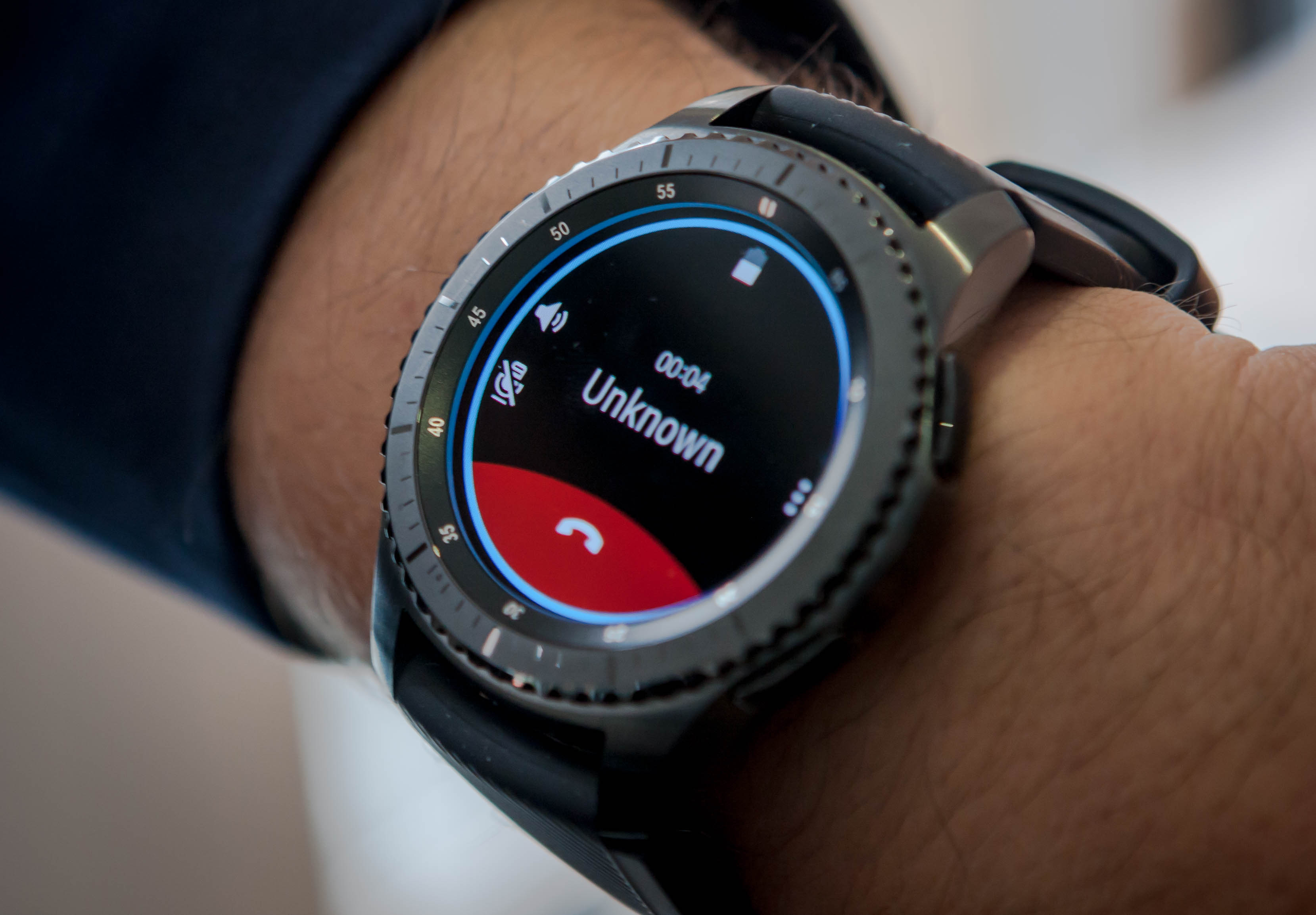 Taking a phone call on the Samsung Gear S3