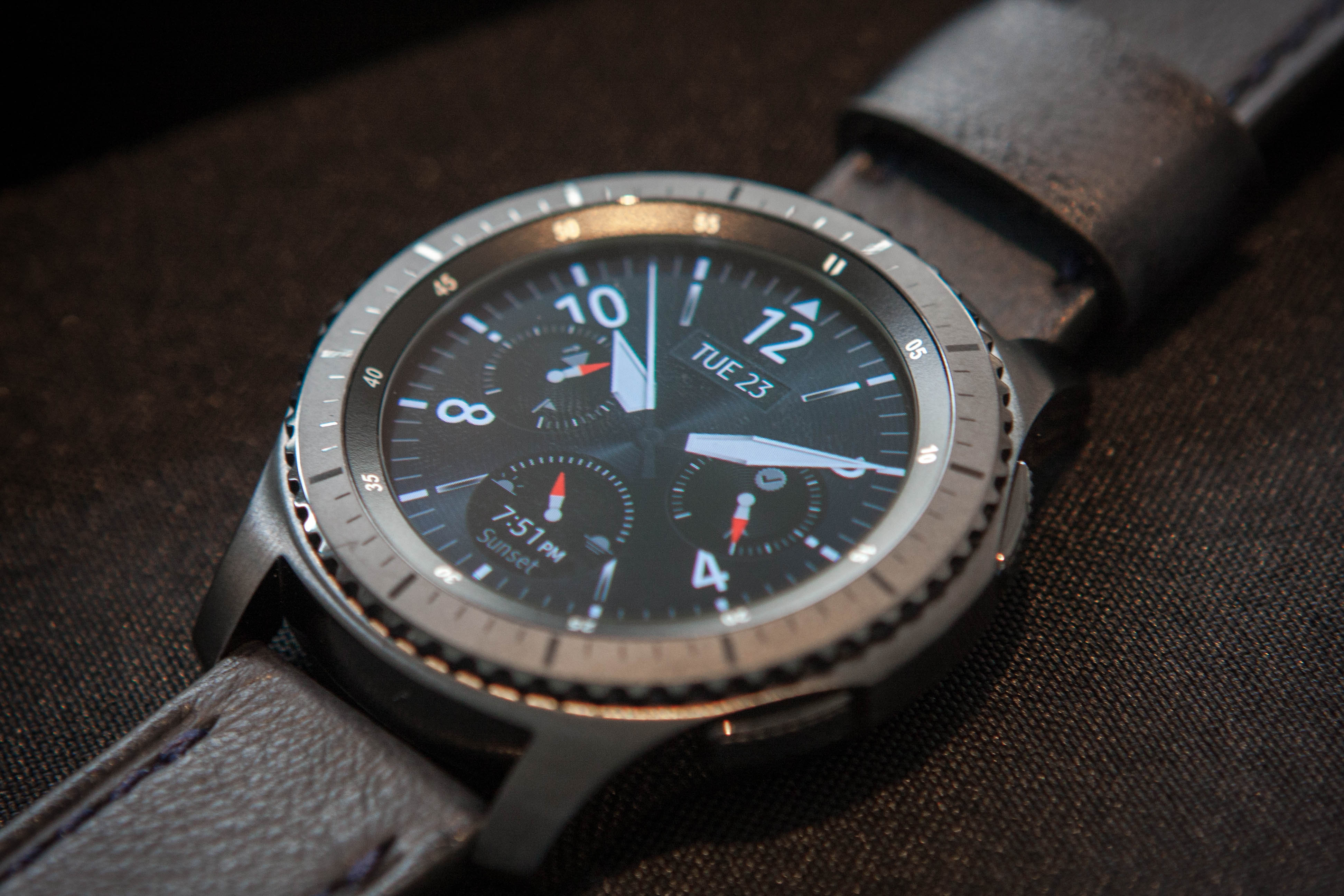 Samsung Unveils Gear S3 Classic And Frontier Smartwatches Silver Smartwatch