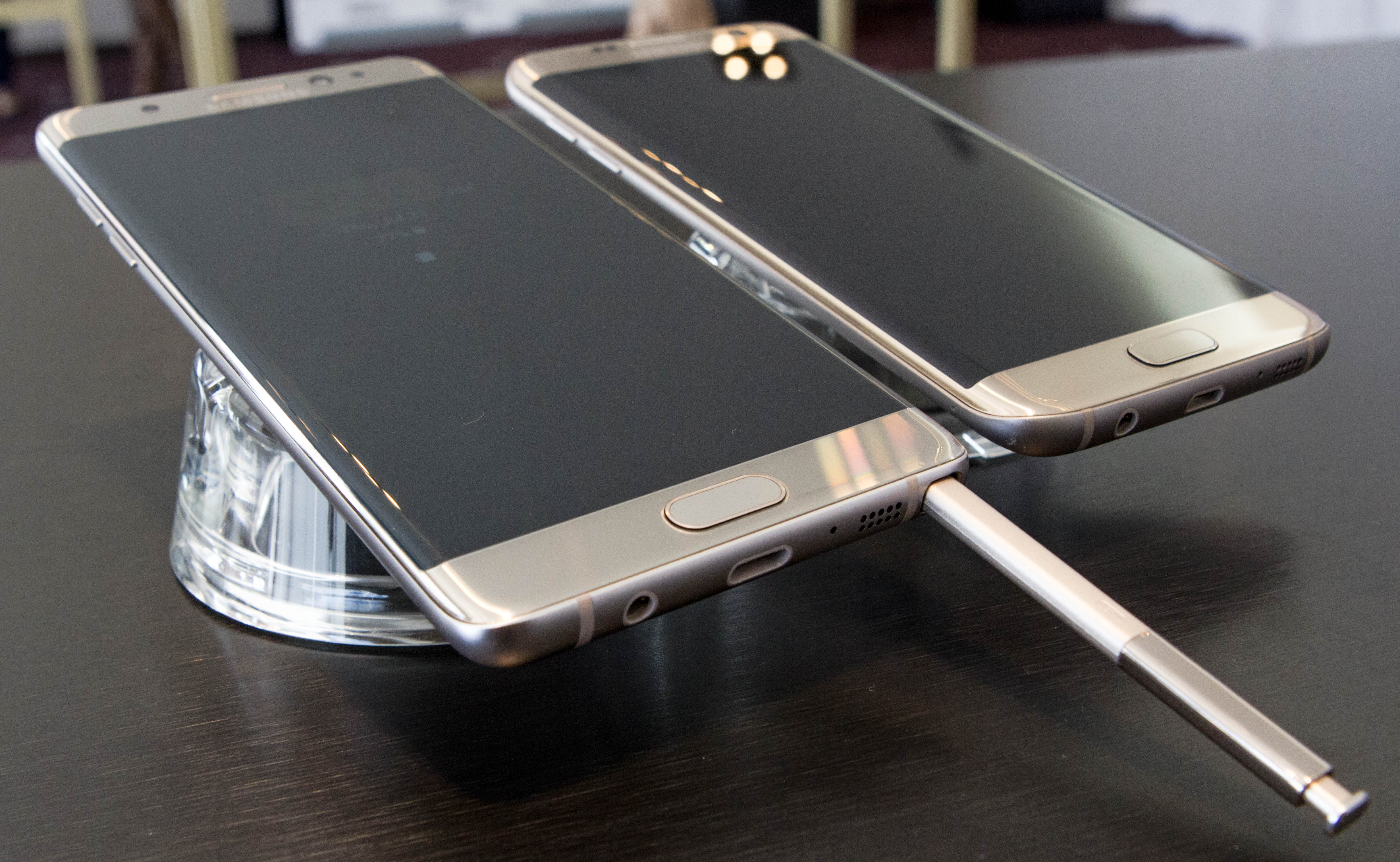 The Samsung Galaxy Note7 next to the S7 edge.