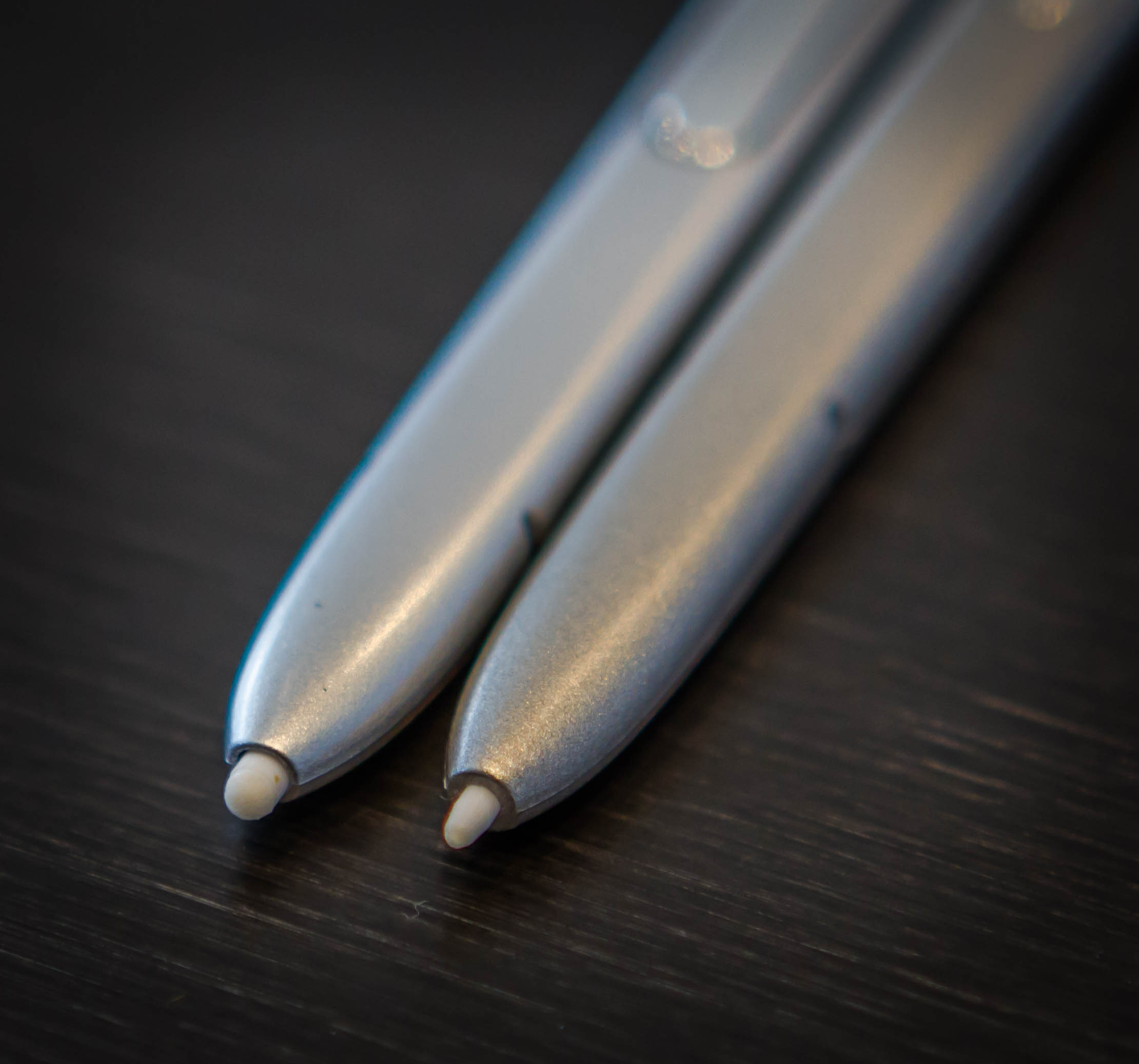 The Samsung Note7 stylus (right) compared to the Note5.