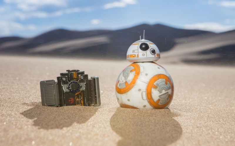 Sphero Star Wars Force Band with BB8 in the sand.