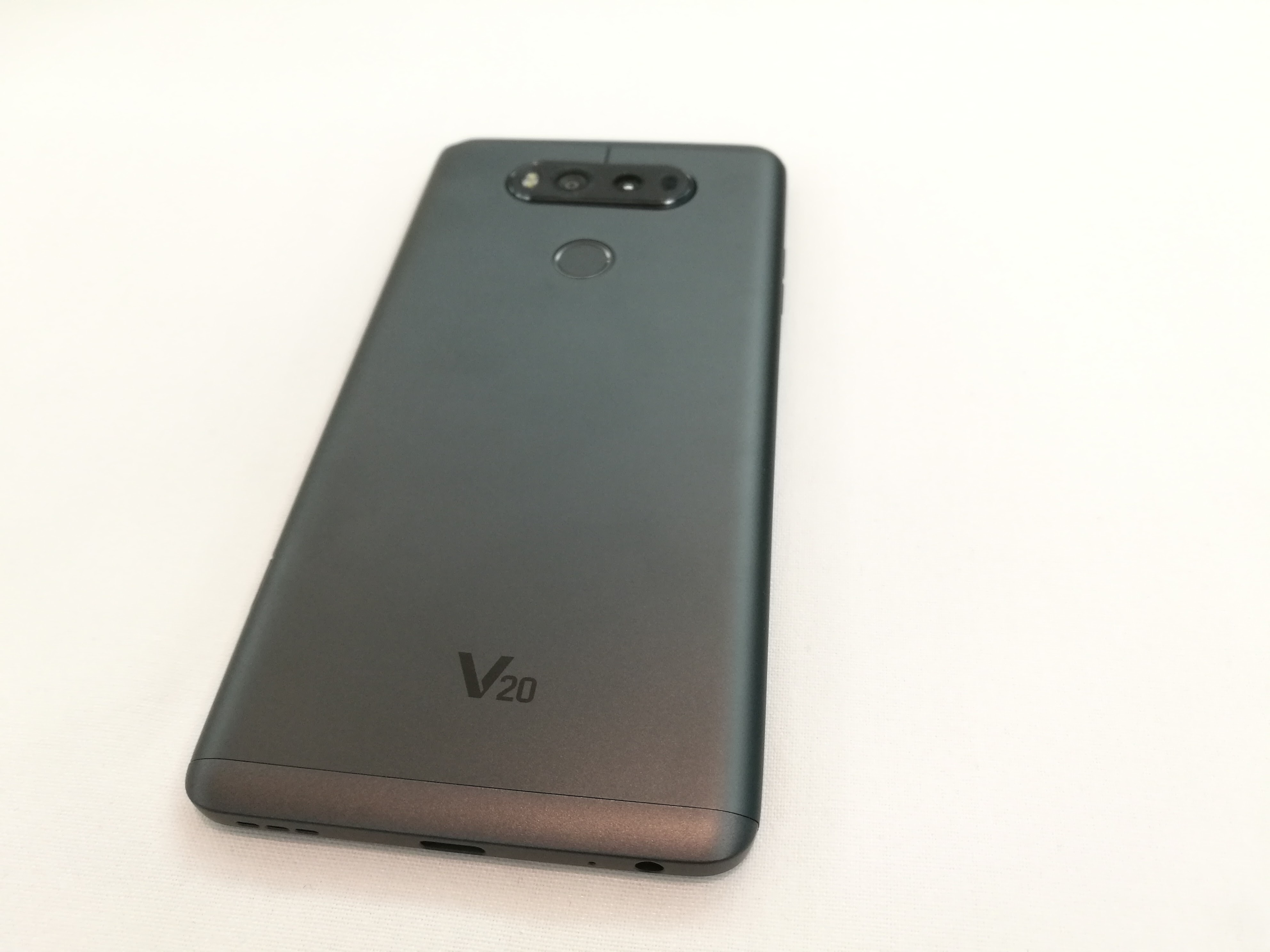 The back of the LG V20.