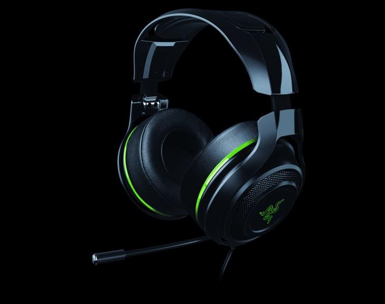 Razer's headphones get a wire and multiplatform support.