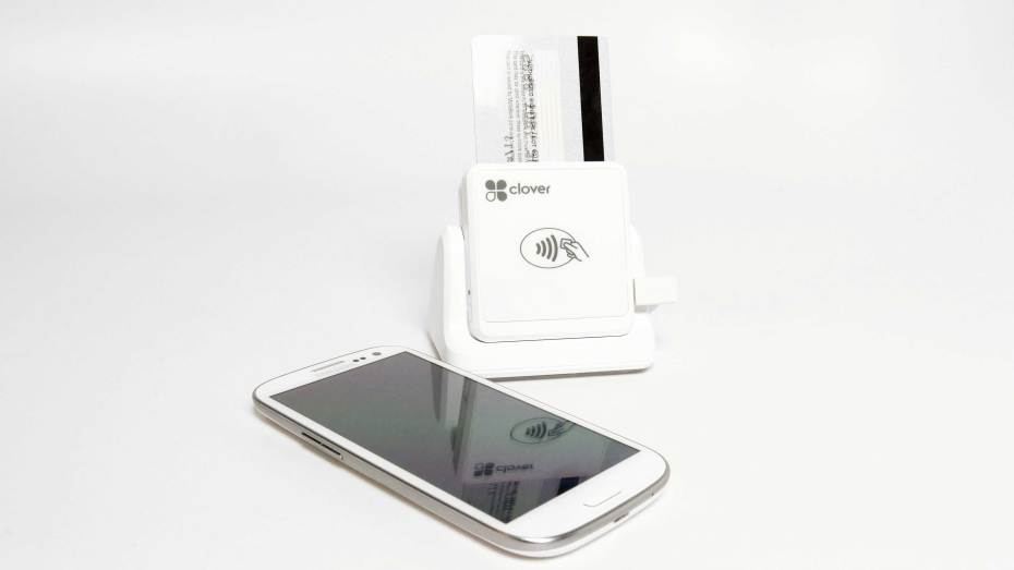 First Data Debuts Contactless Card Reader That Accepts Mag
