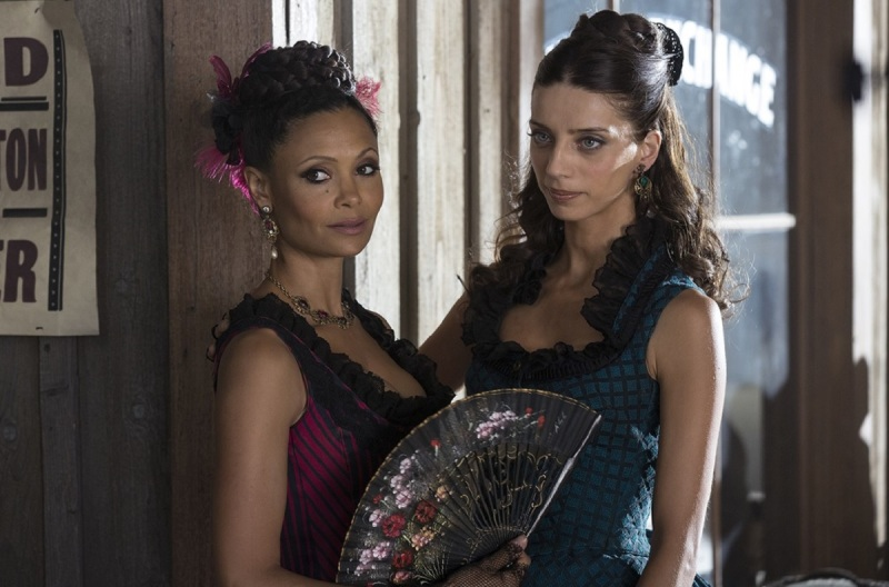Thandie Newton and Angela Sarafyan in Westworld.