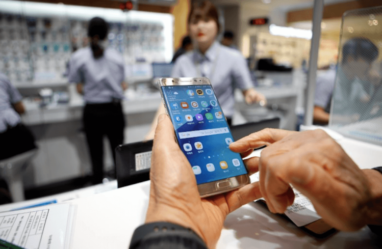A customer uses his Samsung Electronics' Galaxy Note7 as he waits for an exchange at company's headquarters in Seoul, South Korea, October 13, 2016.