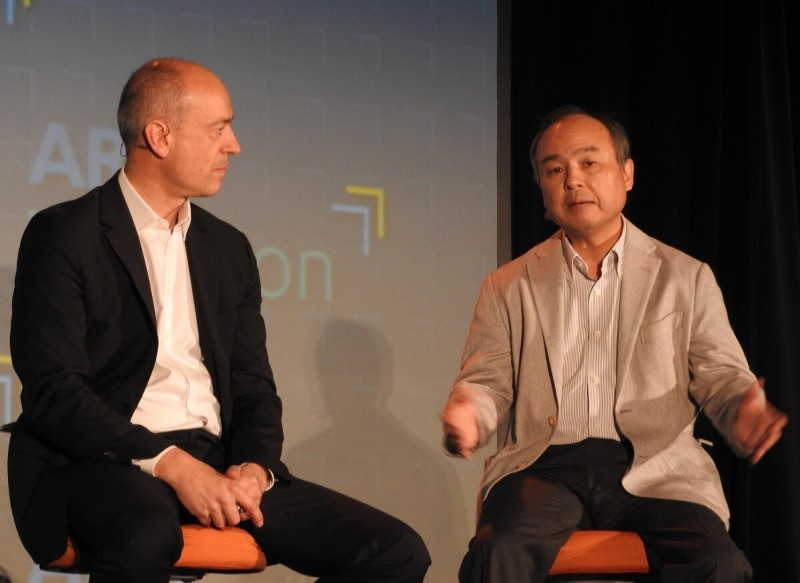 Simon Segers (left), CEO of ARM, and Masayoshi Son, CEO of SoftBank.