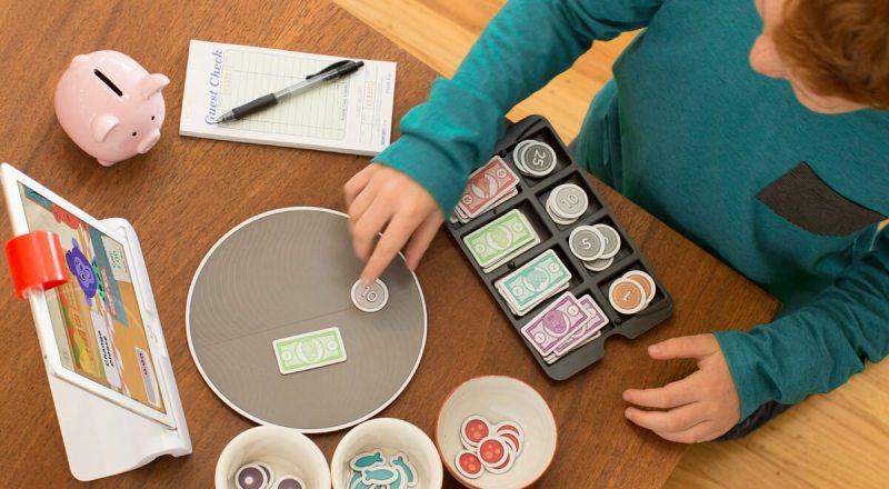 Osmo uses the iPad camera to recognize objects in Pizza Co.