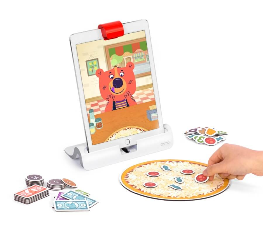 Osmo Pizza Co. comes with these objects (iPad not included).