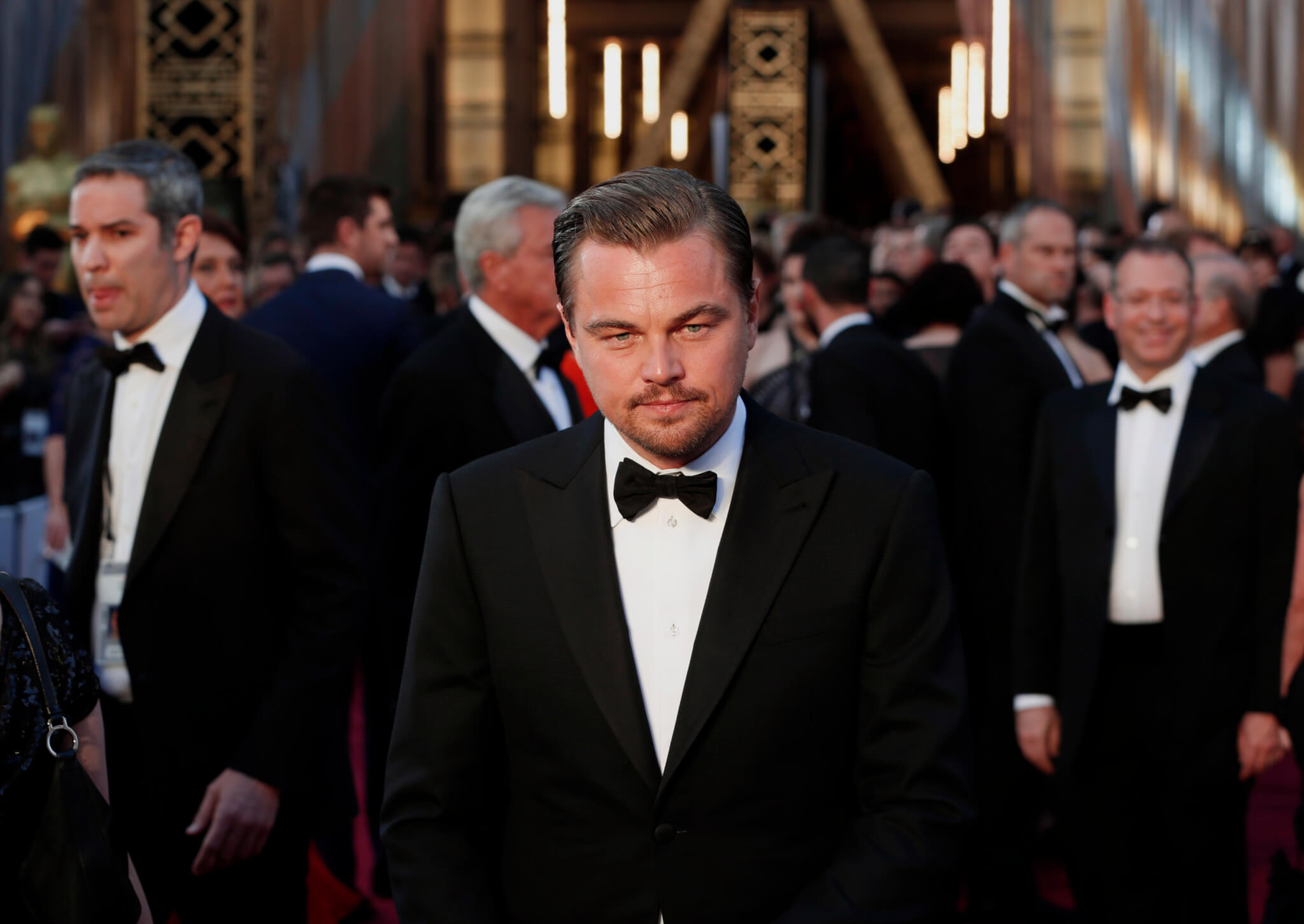 """Leonardo DiCaprio, nominated for Best Actor for his role in """"The Revenant"""", wearing a Giorgio Armani tuxedo, arrives at the 88th Academy Awards in Hollywood, California February 28, 2016. REUTERS/Lucas Jackson TPX IMAGES OF THE DAY - RTS8FPC"""
