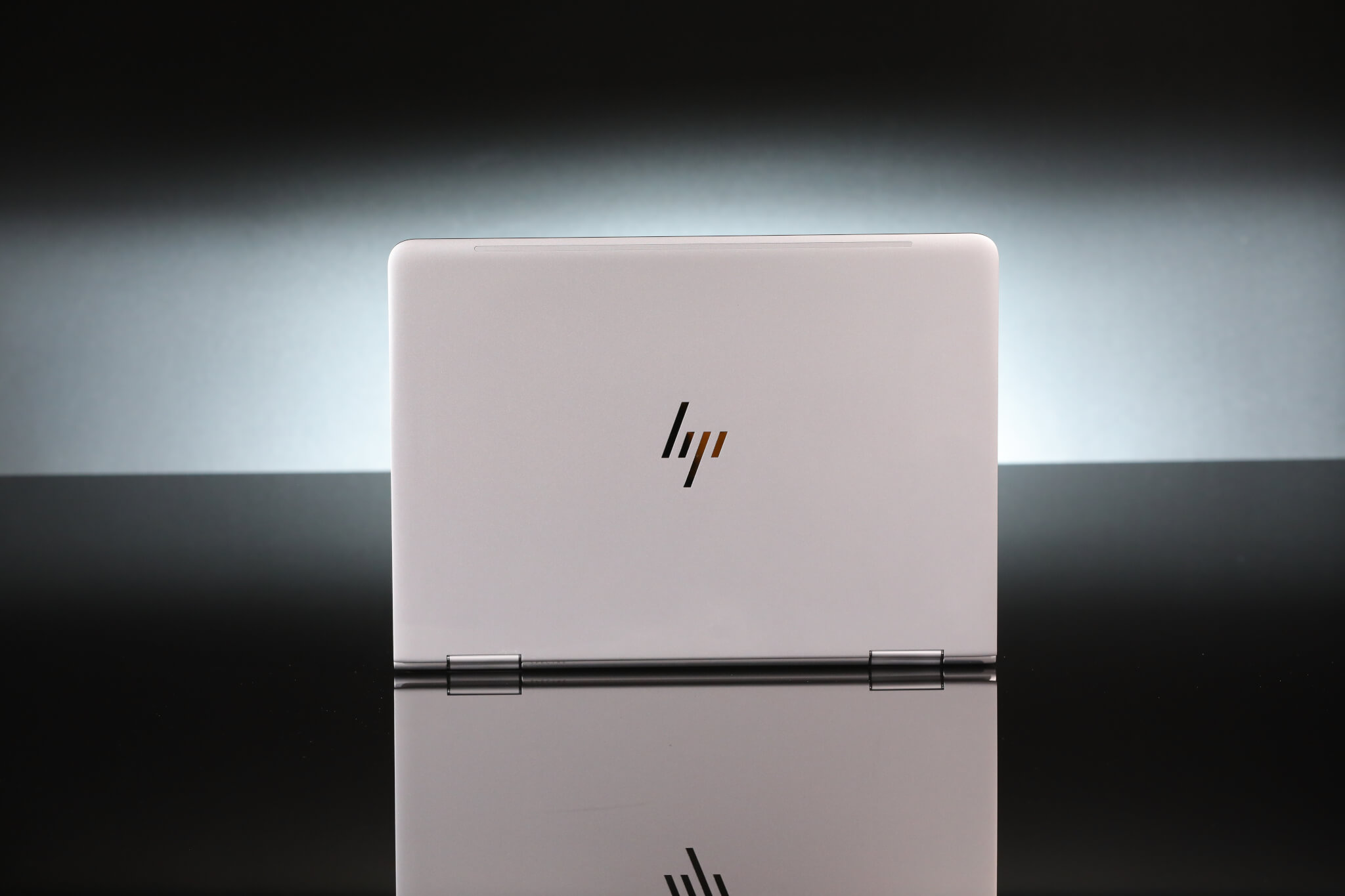 The lid features the new premium HP logo.