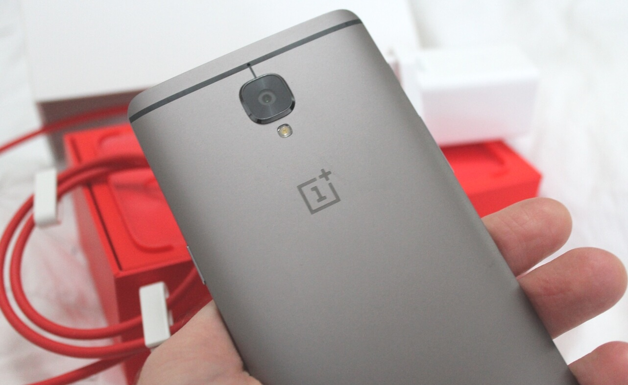 OnePlus 3T: Gunmetal gray