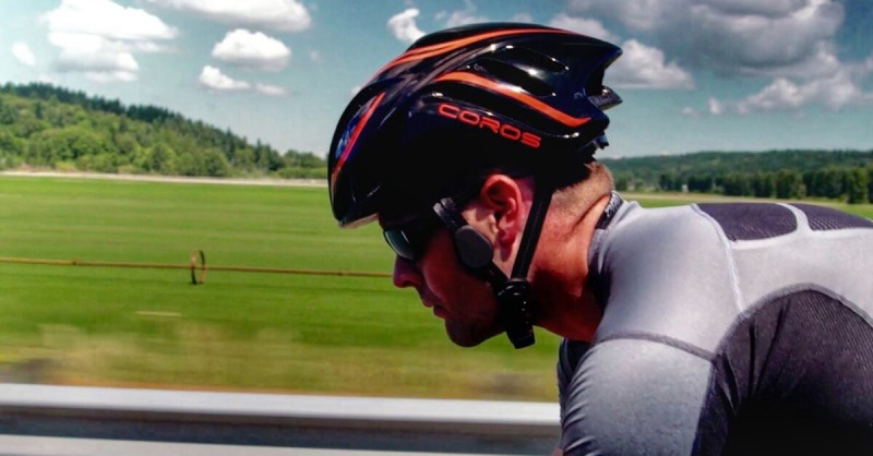 Coros Wearables shows off its Linx Smart Cycling Helmet.