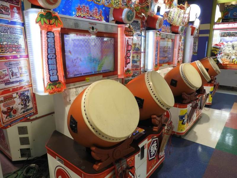 "Taiko drummer game in a Tokyo arcade, or ""game center,"" operated by Taito. It's called Taiko no Tatsujin, or Taiko Drum Master."