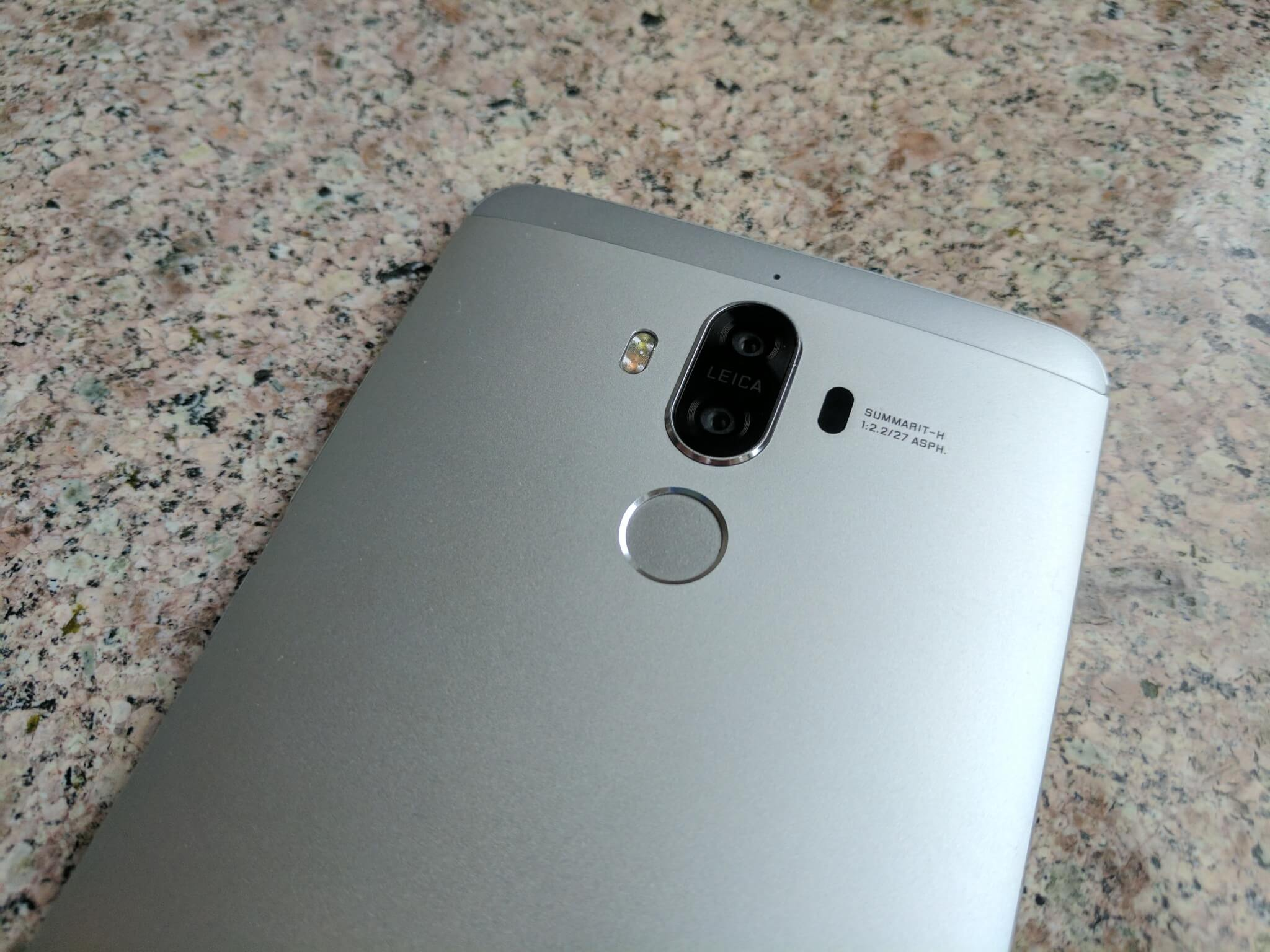 Dual cameras on the back of the Huawei Mate 9.