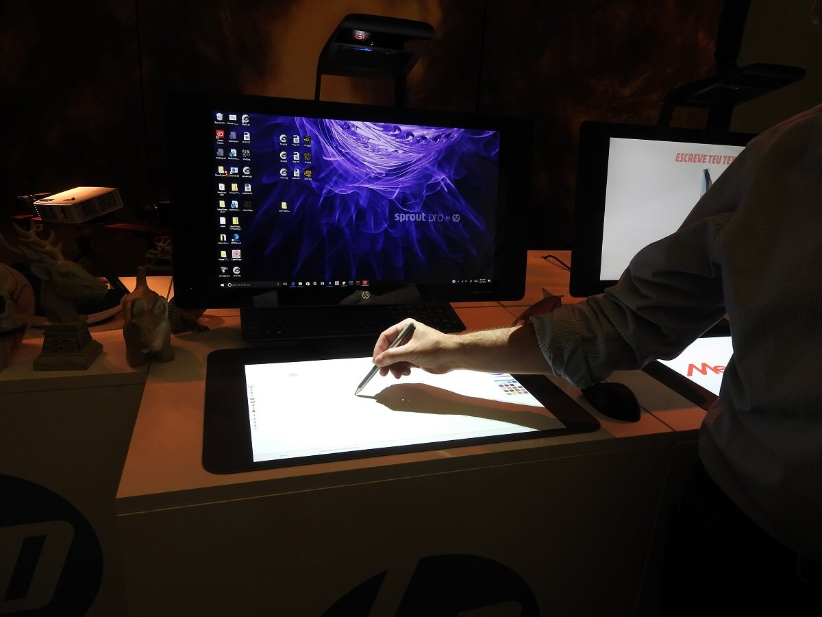 You can write with a stylus on the projected screen on the HP Sprout Pro G2.