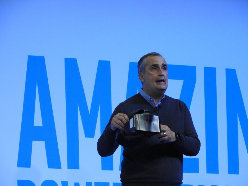 Intel CEO Brian Krzanich shows off Project Alloy.