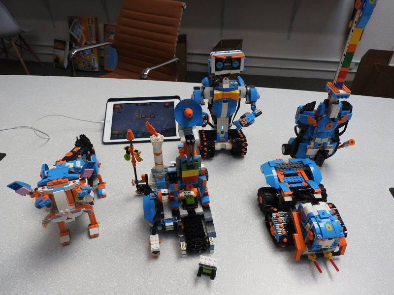 All five of the Lego Boost robots.