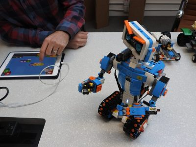 Lego Boost Robot Teaches Younger Kids To Code And Bring Their Own