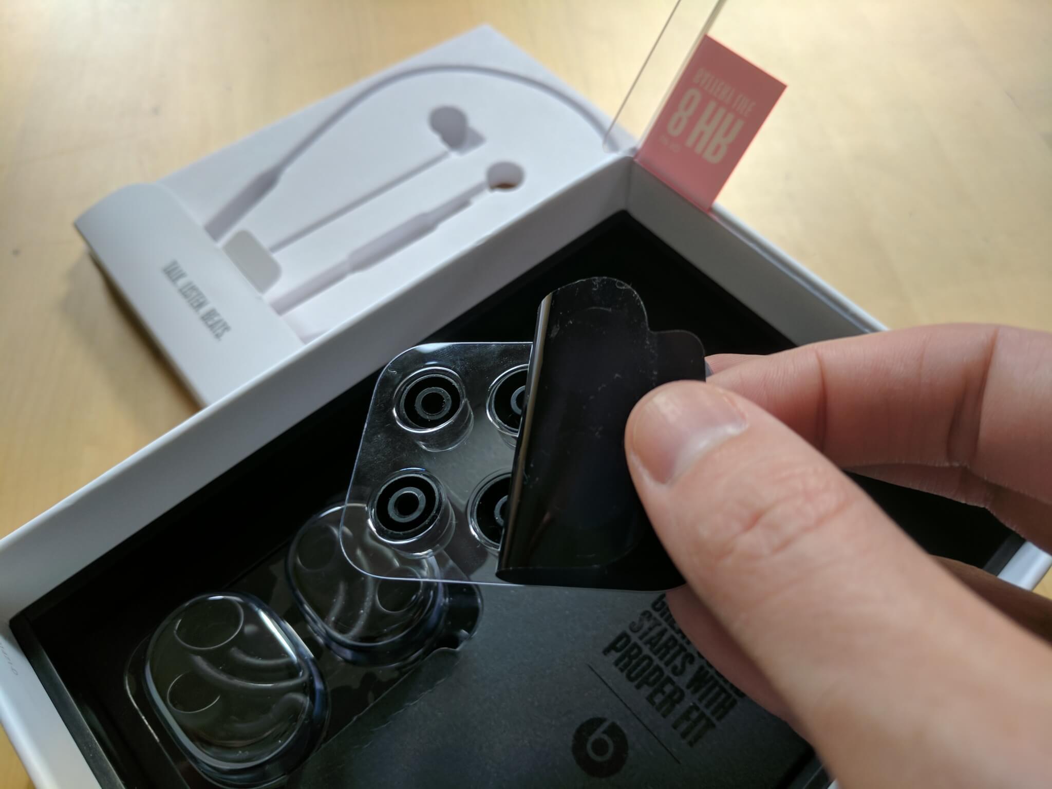 BeatsX packaging.