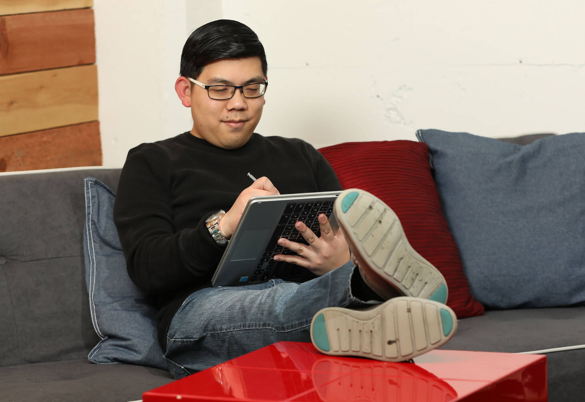 VentureBeat's Ken Yeung uses the Samsung Chromebook Pro in tablet mode.