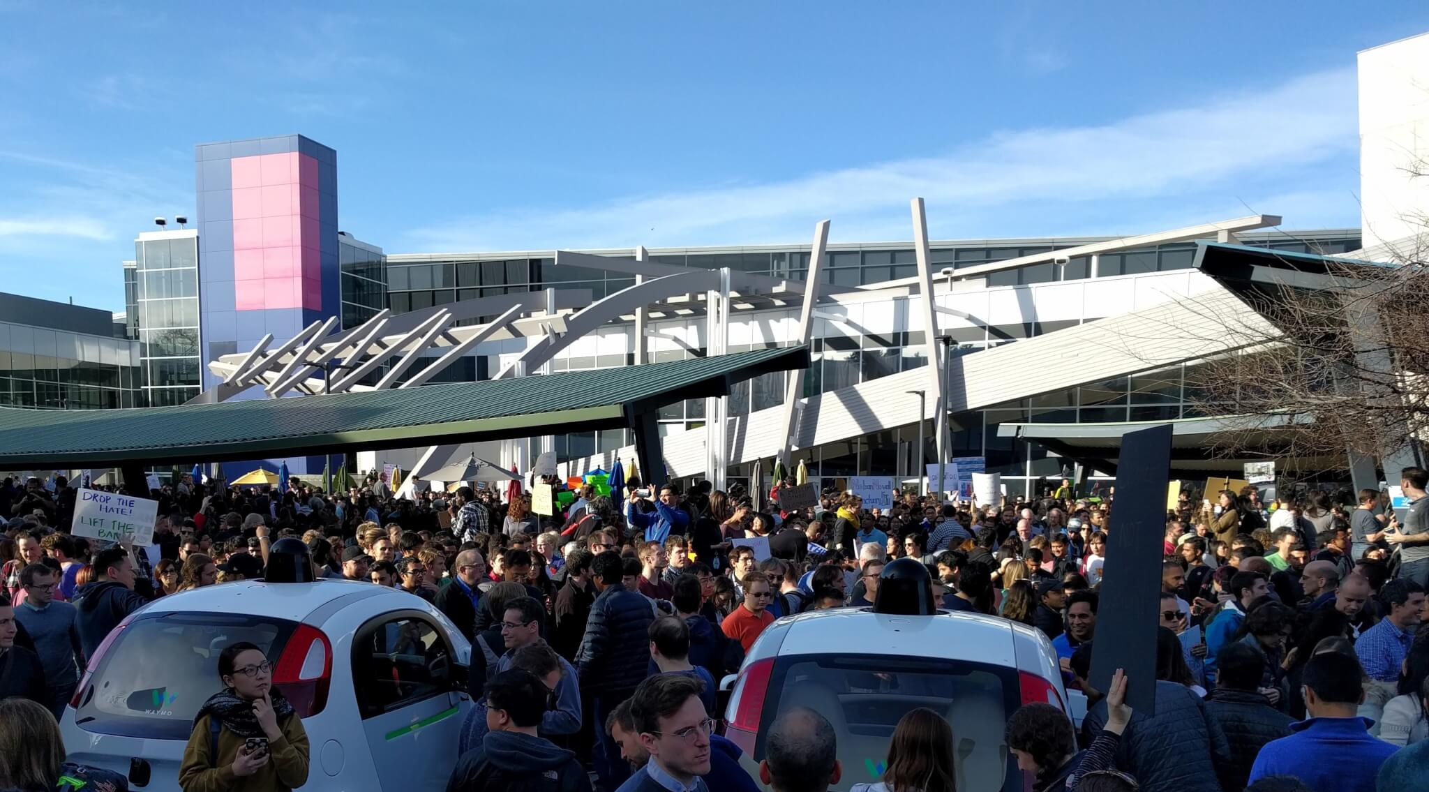 Protests at the headquarters of Google in Mountain View, January 30, 2017. 2,000 Google workers from campuses around the world staged a walkout.