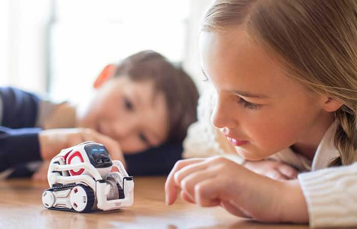 Anki experimented with different sizes for Cozmo and found that smaller prototypes were perceived as more cute and lifelike. Image Credit: Anki, Inc / Leah Verwey.