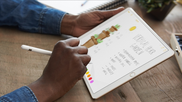 A picture shows an iPad Pro user drawing in the Apple Notes app with an Apple Pencil.