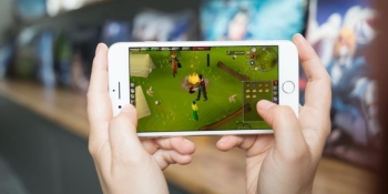 Classic MMO RuneScape is coming to mobile