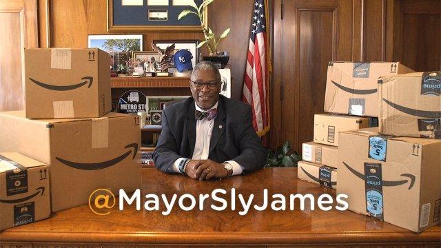 photo image Kansas City mayor is posting gloriously random product reviews to promote bid for new Amazon HQ