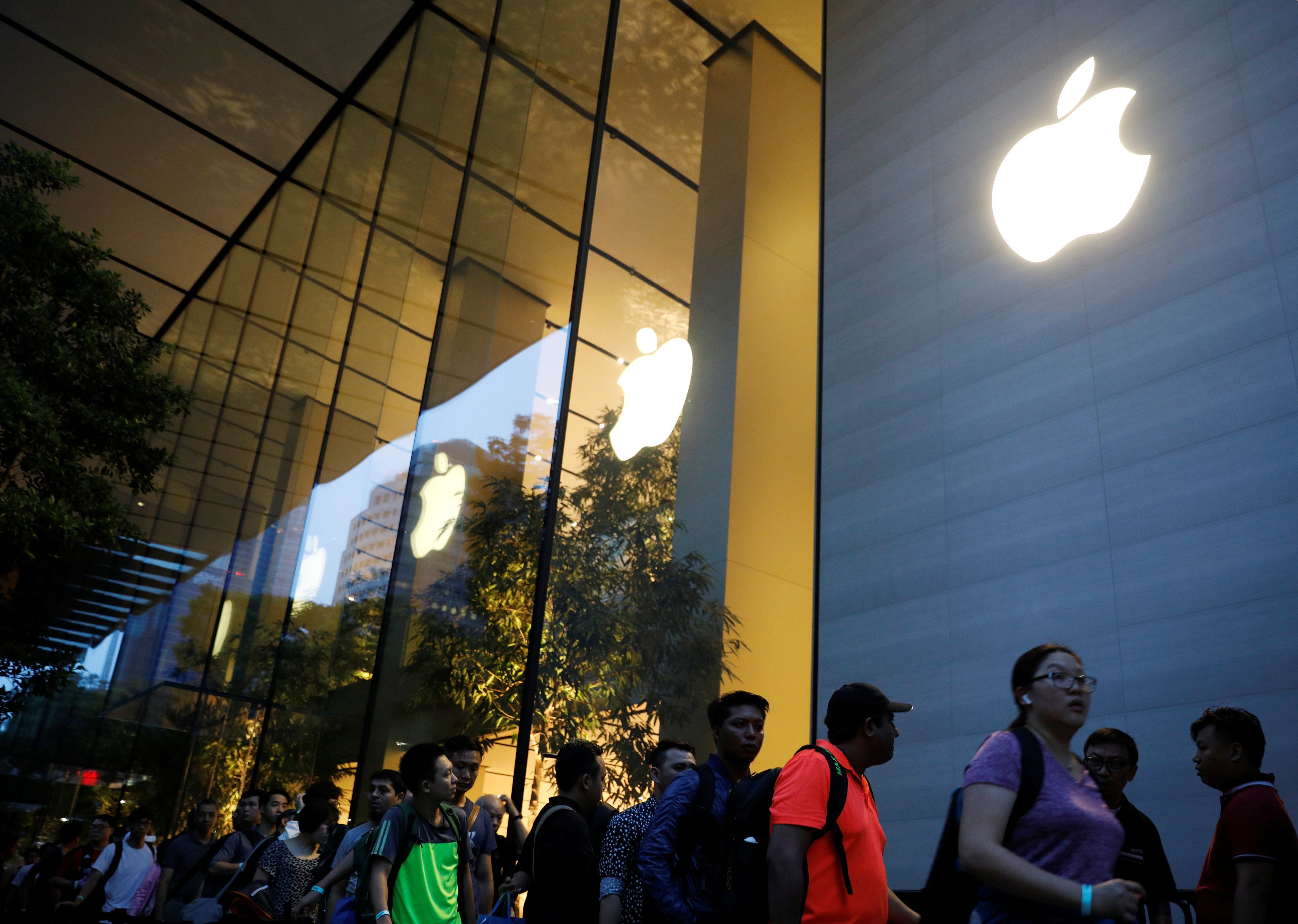 Singaporean Banks Aid iTunes Fraud Victims as Apple Denies Responsibility
