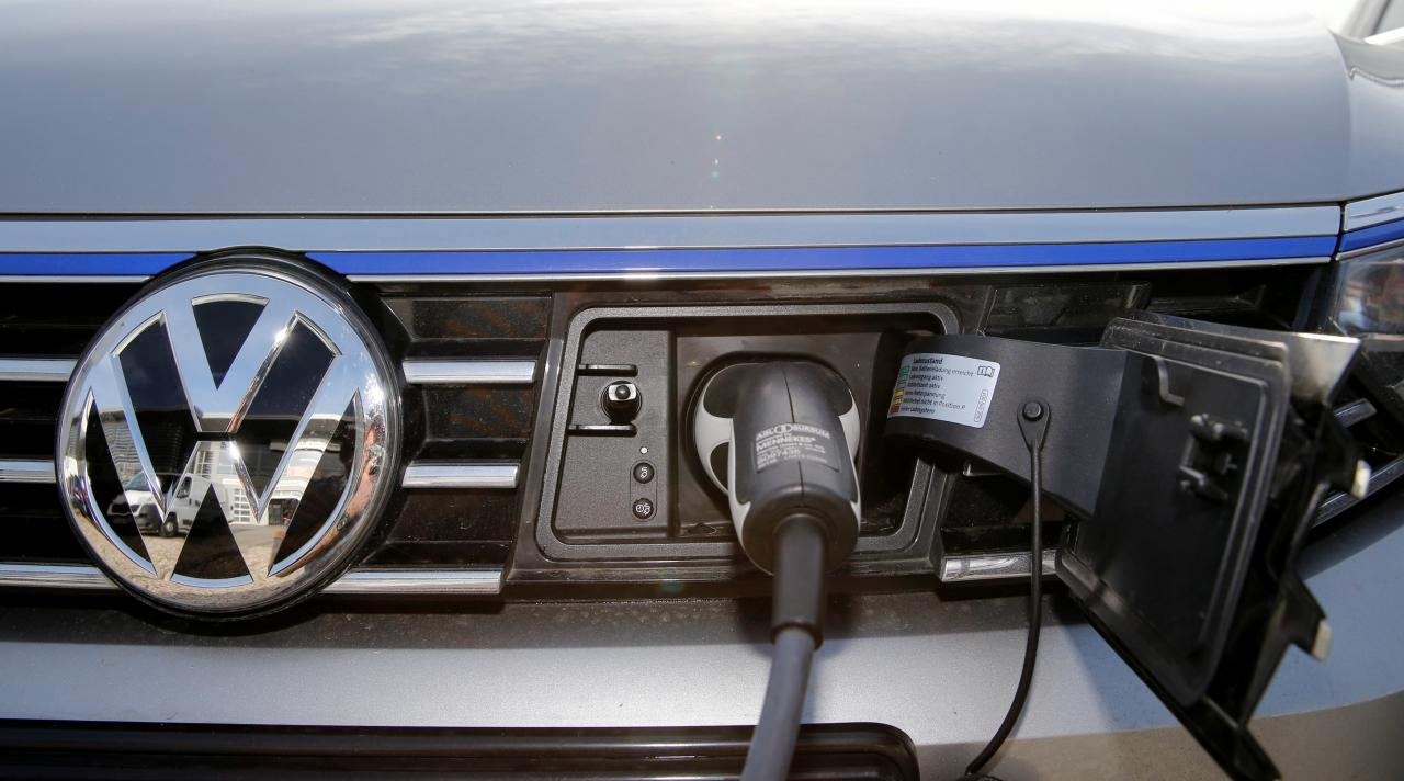 Shell partners with carmakers to bring ultra-fast electric car chargers to European highways