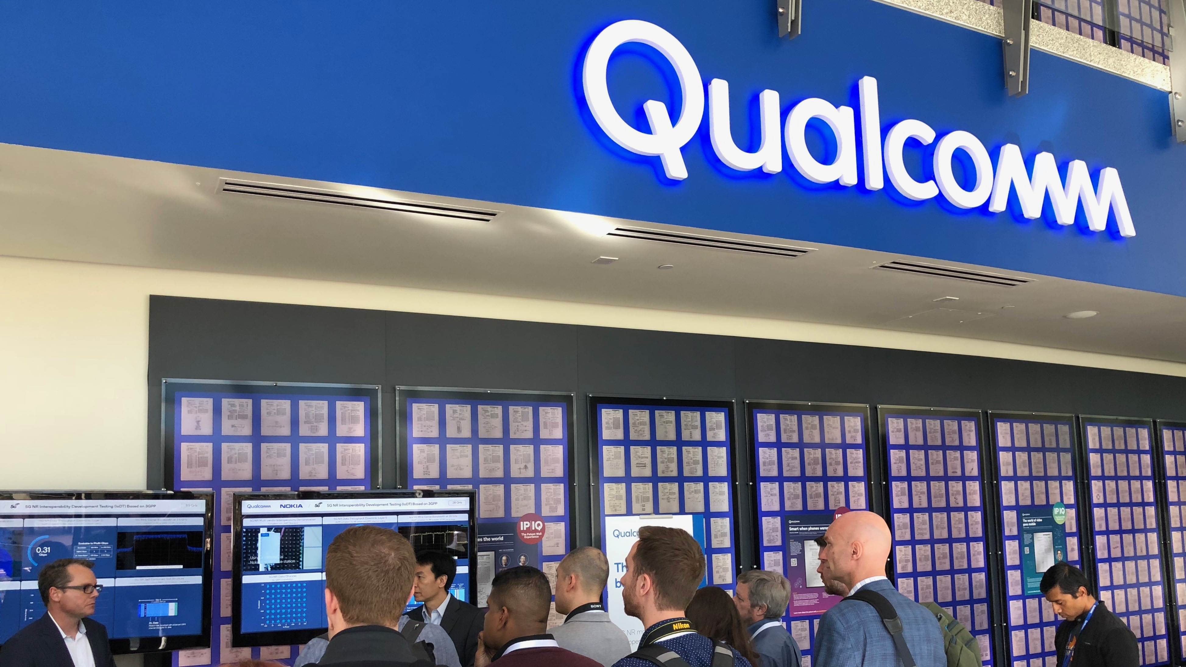 Qualcomm signs 19 phone makers and 18 carriers for global 5G