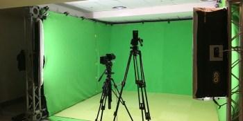 Sharing VR Through Green Screen Mixed Reality Video